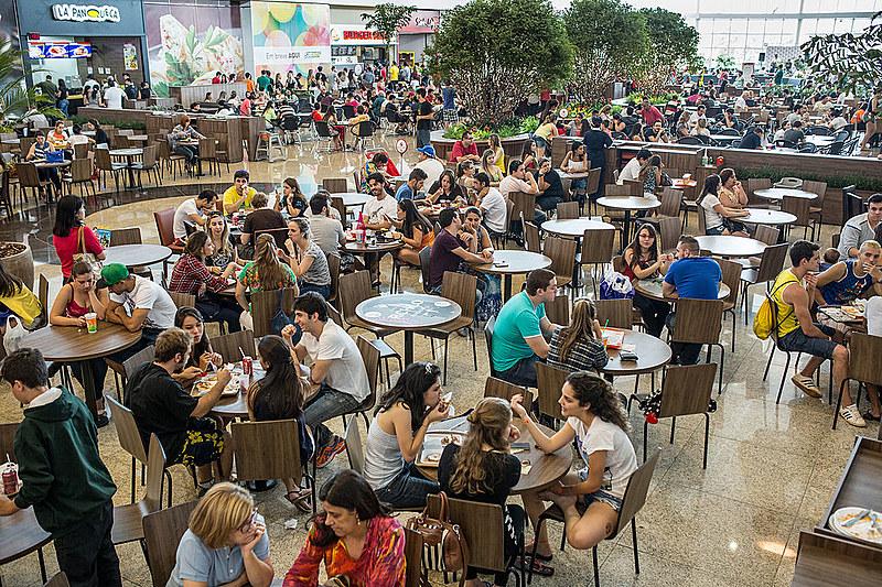 """Setor de fast food jogou peso na aprovação do trabalho intermitente; medida era chamada de """"proposta Mcdonald's"""", diz especialista"""