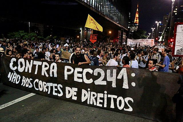 Manifestación en contra la PEC 241, realizada en São Paulo, en la Avenida Paulista, el 17 de octubre