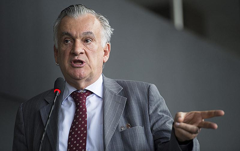 """""""Ela vem há muito tempo se posicionando muito mal nas questões políticas do país"""", avalia ex-ministro da Cultura, Juca Ferreira"""