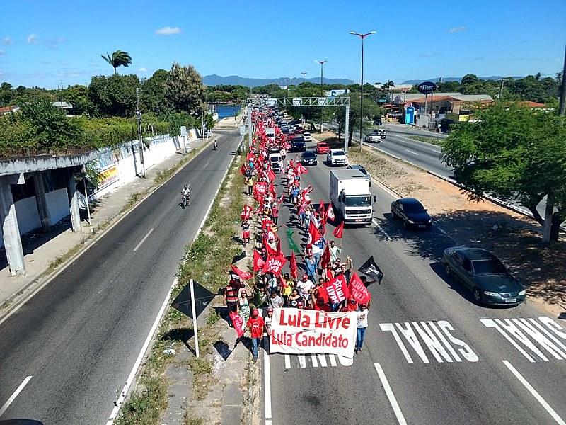 Passeata saiu de Caucaia e seguiu rumo a Fortaleza
