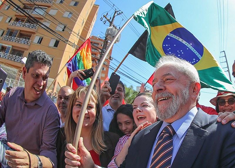 Lula ao chegar em Curitiba para prestar depoimento para o juiz Sérgio Moro