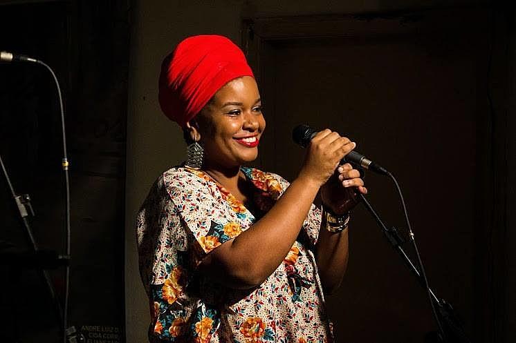 Andréia Roseno interpreta canções de Clementina de Jesus e João do Vale