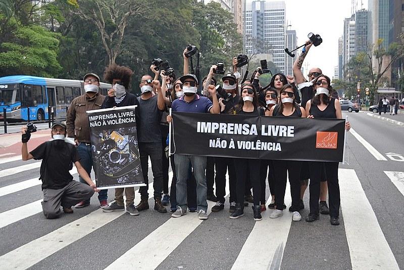 Profissionais da imprensa durante protesto contra a violência policial nas manifestações