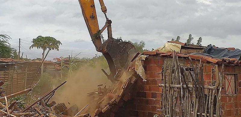 Cerca de 700 famílias perderam as suas casas