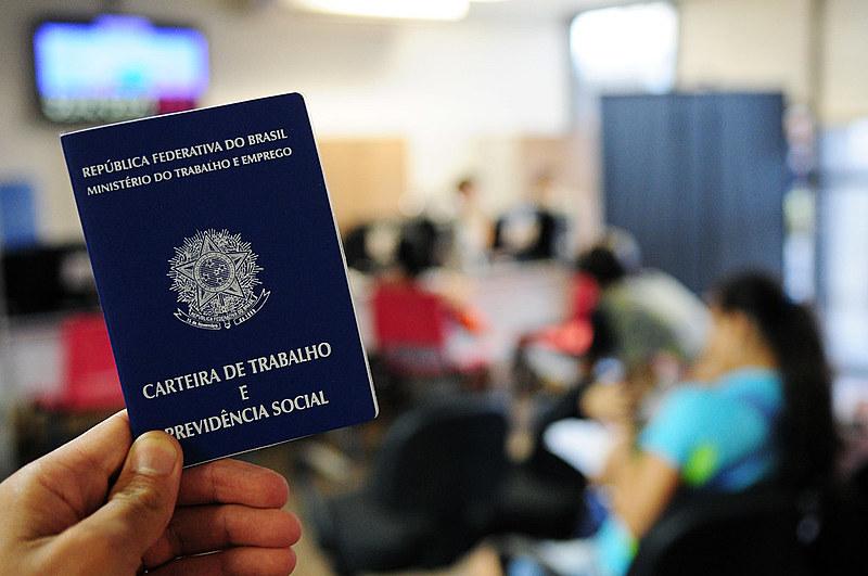 Plano de governo de Bolsonaro não detalha como combater desemprego