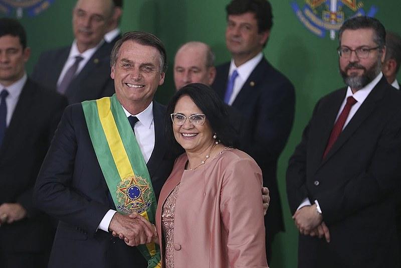 A Ministra da Mulher, família e Direitos Humanos, Damares Alves diz ter feito uma metáfora contra a ideologia de gênero