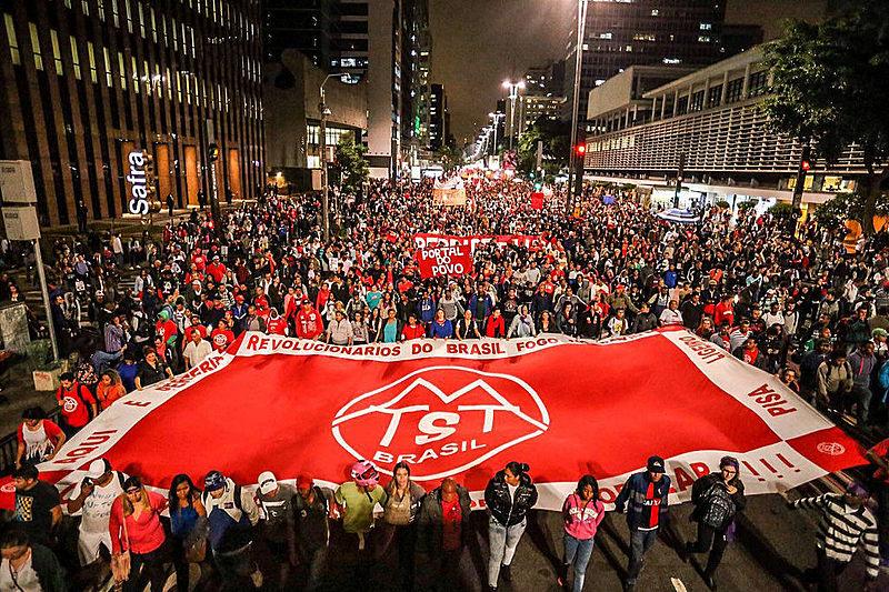 En varias capitales brasileñas, miles de personas salieron a las calles para repudiar el gobierno interino