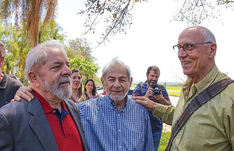 Lula, Suplicy e o escritor Raduan Nassar durante evento na Universidade Federal de São Carlos