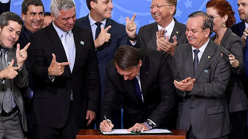 Capitão reformado é conhecido por discurso que incita violência; em maio deste ano, Bolsonaro flexibilizou registro, posse e porte de armas