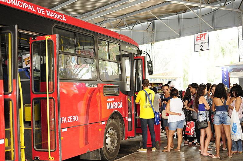 """No interior do Rio de Janeiro, os """"vermelinhos"""" de Maricá são exemplos de experiências de tarifa zero no transporte"""