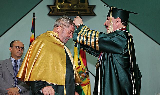Lula recebe título de doutor Honoris Causa da Universidade de Aquino Bolívia (Unabol).