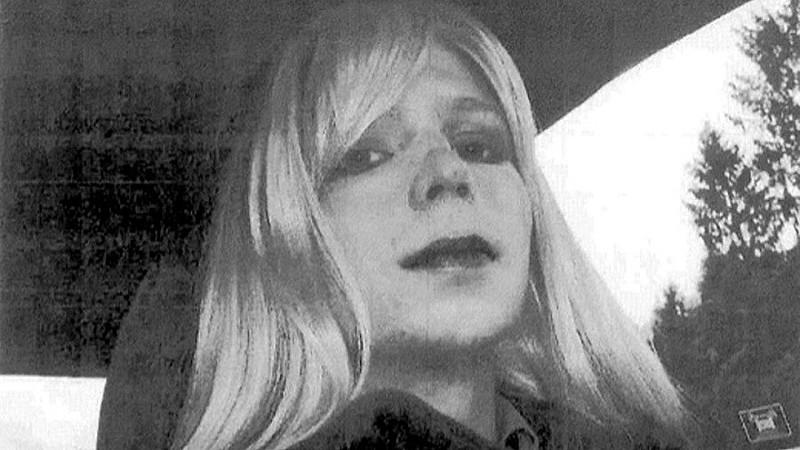 Chelsea Manning cumpre pena de 35 anos de prisão, que foi comutada por Barack Obama, em base militar no Kansas