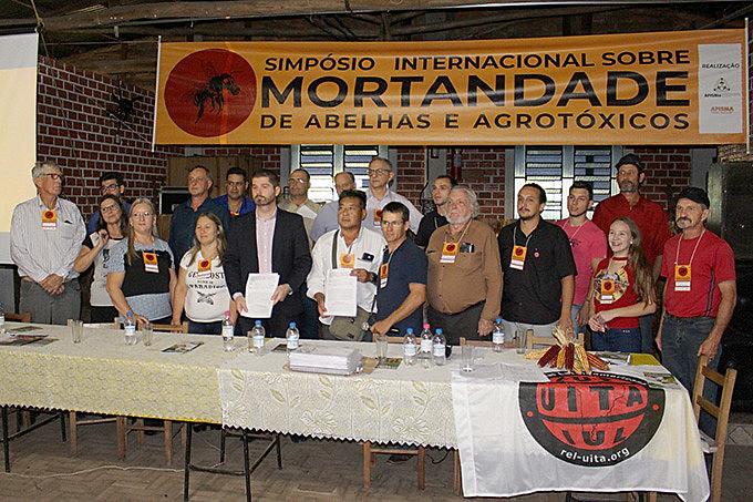 Grupo entregou representação ao Ministério Público Estadual