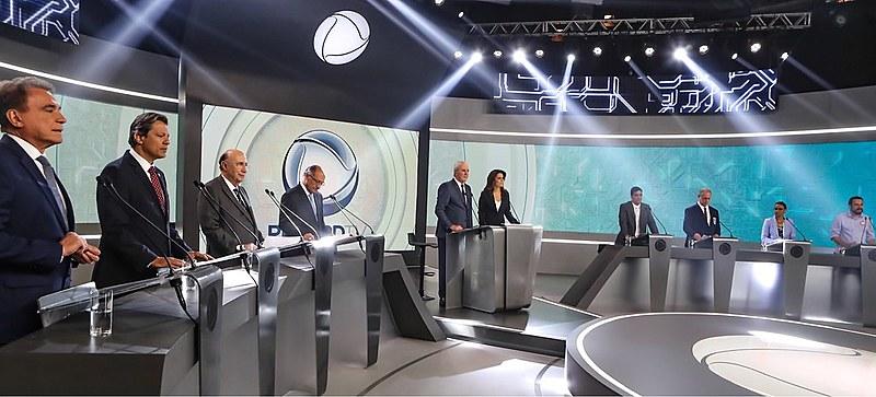 Candidatos participam de debate eleitoral na TV Record
