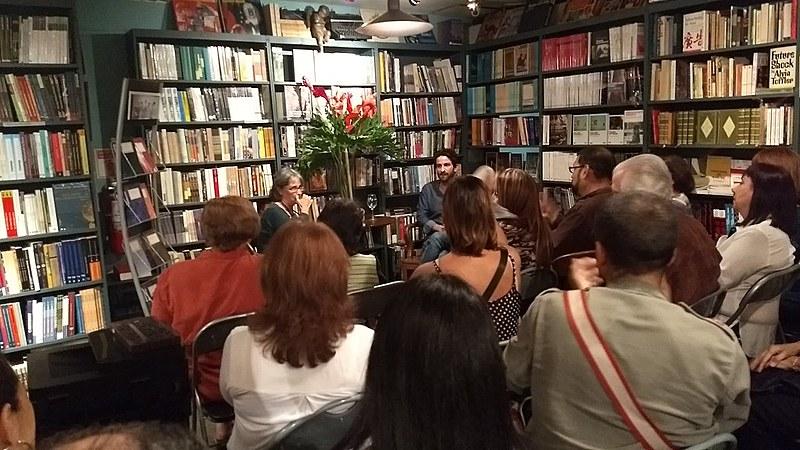 Escritor franco-venezuelano, Miguel Bonnefoy, realiza uma série de encontros com leitores de Caracas