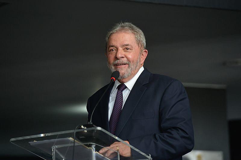 A pena do ex-presidente Lula foi diminuída para 8 anos, dez meses e 20 dias.