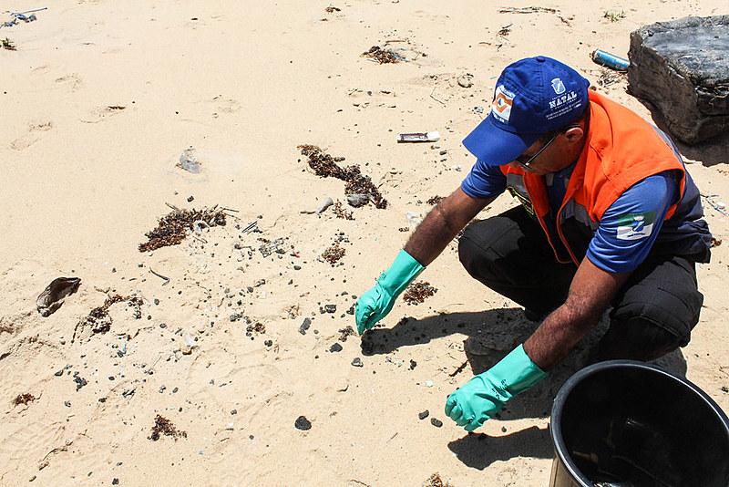 Atualmente, somente vestígios do óleo são encontrados na praia