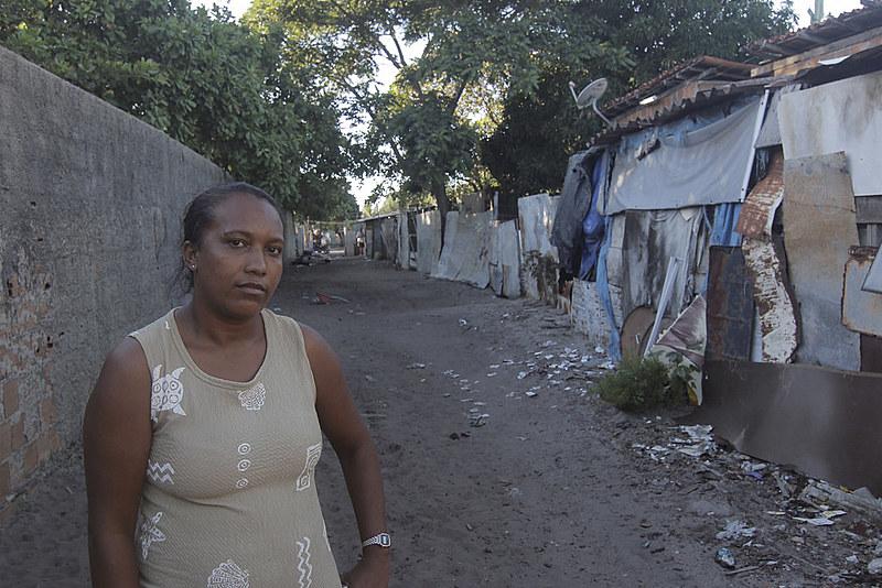 Atrás do muro a resistência, Ana Paula, umas das lideranças da comunidade