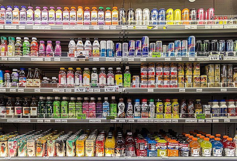 Alimentos industrializados são compostos principalmente por açúcares e gorduras