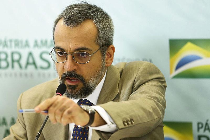 Ministro Weintraub diz que uma nova proposta é necessária porque a PEC em trâmite não está andando