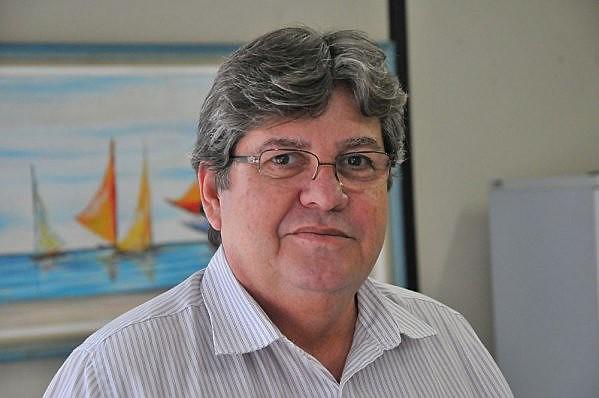 João Azevêdo (PSB), governador da Paraíba, se posicionou por rede social contra declarações de Bolsonaro (PSL).