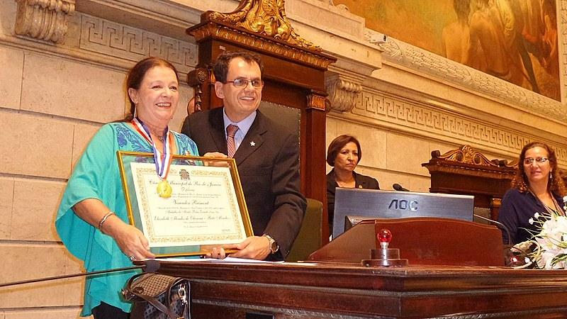Bete Mendes recebe a Medalha Pedro Ernesto oferecida pelo vereador Reimont