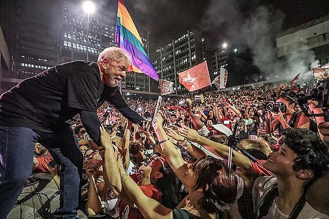 Lo que está prohibido en ese momento de inminente arresto no es sólo la candidatura Lula sino la vía institucional de la izquierda