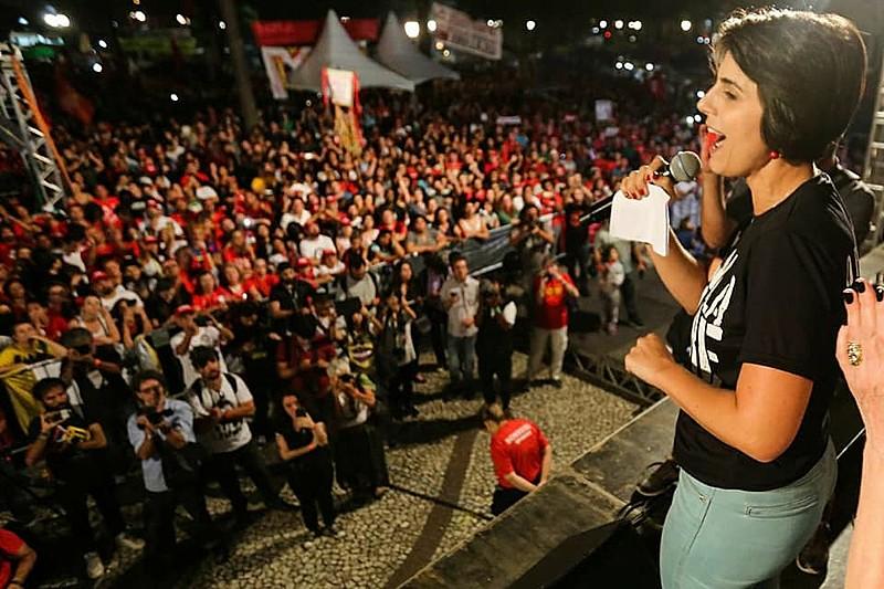 Recentemente Manuela esteve em Curitiba para ato do 1o de Maio