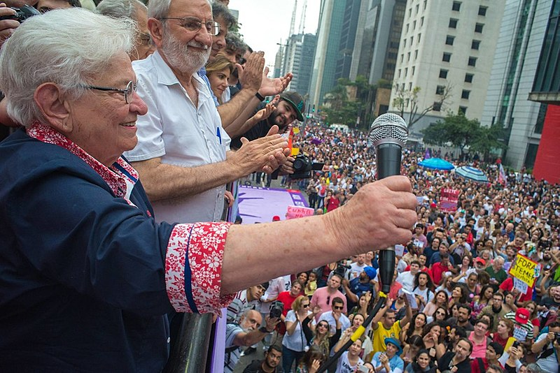 Luiza Erundina e Ivan Valente em campanha na cidade de São Paulo