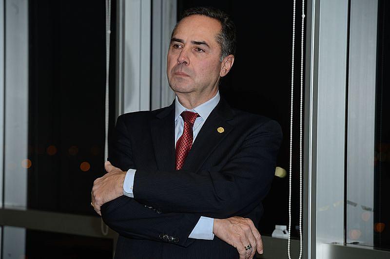 Luís Roberto Barroso (foto) negou nesta terça (22)pedido feito por parlamentares da oposiçãopara suspender a tramitação da PEC 55
