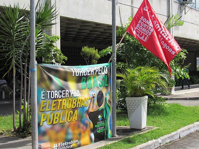 Trabalhadores fazem atos, em diversos estados do país, contra a privatização de seis distribuidoras da Eletrobras
