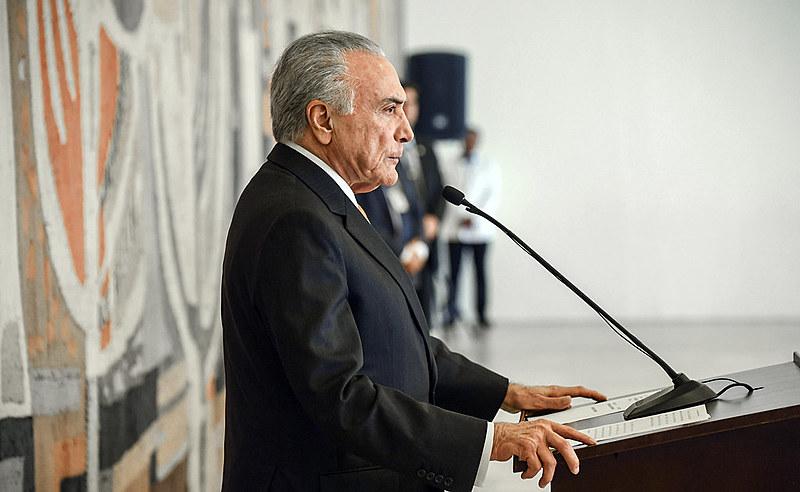 Temer foi hostilizado ao aparecer no local do incêndio e desabamento de um prédio em São Paulo