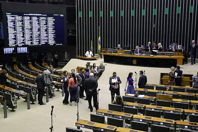 Opositores pedem o afastamento de Moro do cargo de ministro da Justiça e a suspensão das atividades funcionais de procuradores envolvidos