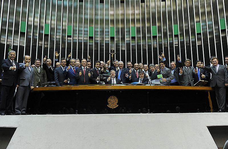 Jamais enfrentadas, essas elites atrasadas, que explicam o crônico subdesenvolvimento brasileiro, tiveram o poder ampliado após o golpe