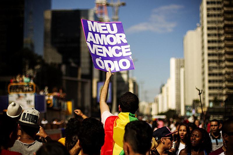 São Paulo sedia a maior parada gay do Brasil, mas sua população ainda tem preconceito com pessoas LGBT