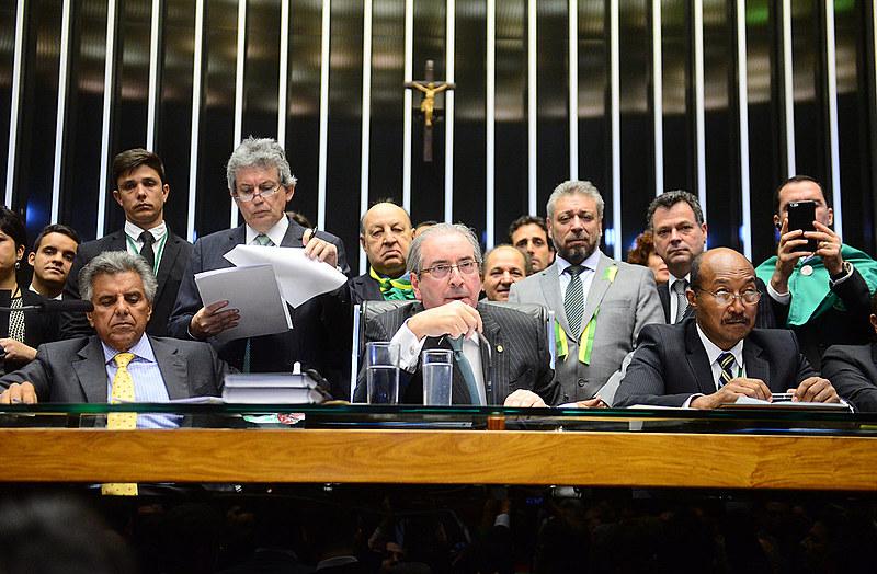 """""""Que Deus tenha misericórdia desta Nação', disse Cunha durante ao votar a favor da instauração do processo de impeachment"""