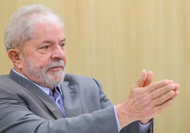 Ex-presidente Lula foi entrevistado na última sexta-feira (26) na sede da PF em Curitiba (PR) onde está preso a mais de um ano