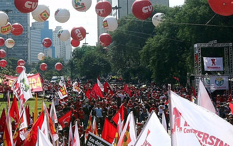 Em 2015, 1º de maio da CUT reuniu milhares no Vale do Anhangabaú contra a proposta de terceirização