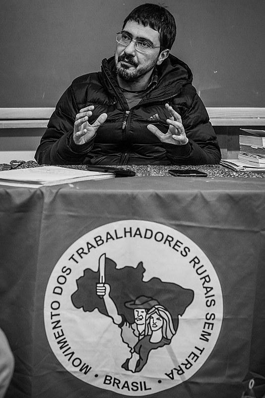 """""""O que nós assistimos agora, mais do que em 1964, é uma estrutura política do capitalismo brasileiro, condensada no Estado e nas suas diversas instituições burguesas, muito pouco permeável às demandas sociais dos trabalhadores"""", comenta Marcelo Braz."""