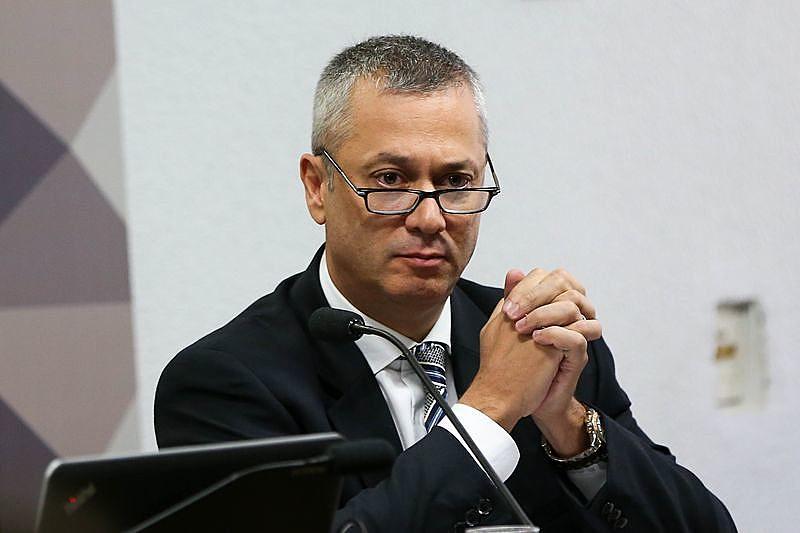 """Ele é acusado, também, de ter tentado dar uma """"carteirada"""" para conseguir um jato da Força Aérea Brasileira para viajar a Curitiba"""
