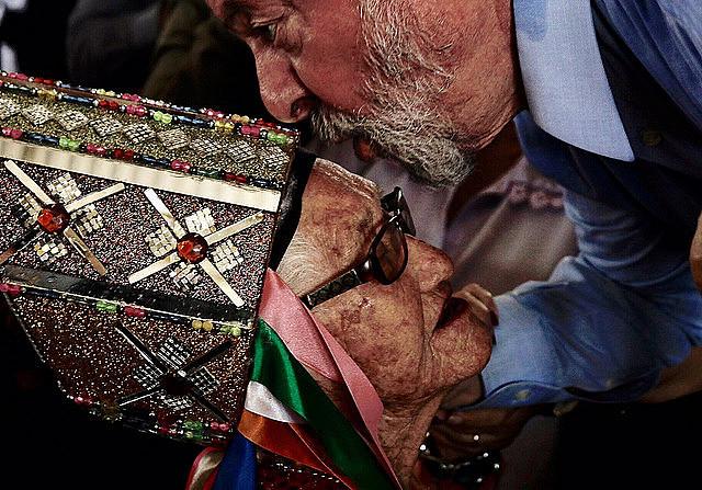 Este miércoles, Lula fue recibido por grupos de cantores y bailarines do Guerreiro en Arapiraca (Alagoas)