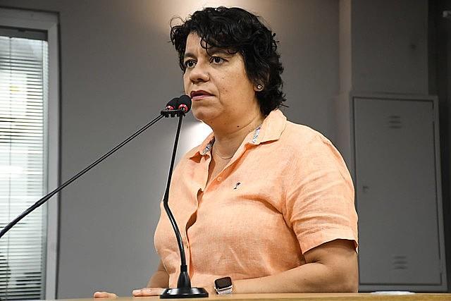 Deputada estadual Estela Bezerra (PSB) discursando na ALPB.