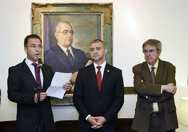 Deputado Luis Augusto Lara (PTB) e presidentes do Legislativo, Edegar Pretto (PT), e do Judiciário, Luiz Filipe Silveira Difini