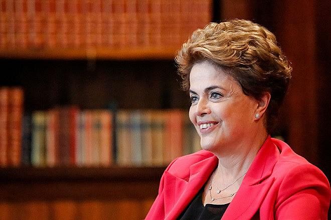 """""""Em todas as partes os salvadores da pátria o que mais fazem é comprometer a vida de quem deve ser salvo"""", diz Dilma"""