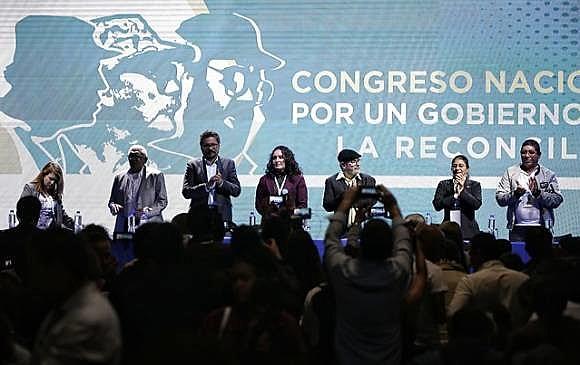 Entre os dias 27 e 31 de agosto os milhares de membros das Farc debateram o programa do partido, as linhas de atuação, o nome e a logo.