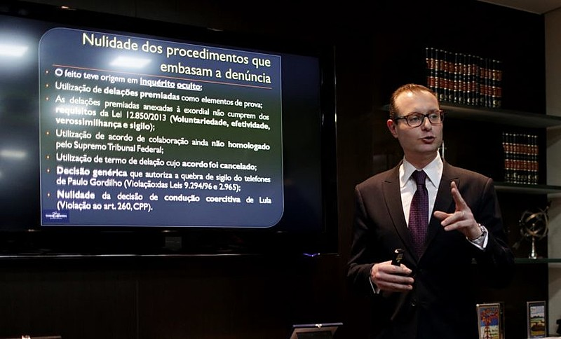Cristiano Zanin Martins, um dos advogados de Lula, concedeu entrevista coletiva na segunda-feira em São Paulo (SP)