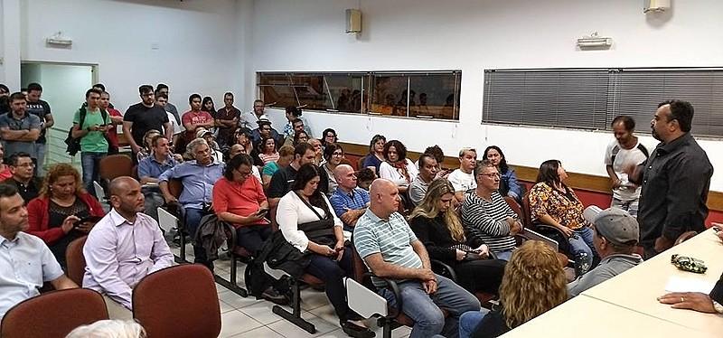 Em reunião, trabalhadores e sindicalistas decidem mobilizar ato em repúdio contra as declarações do vereador Filipe Barros