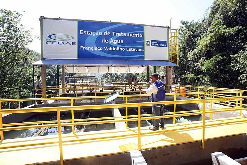 Governo do Rio quer fatiar a Cedae e deixar parte mais custosa para a estatal