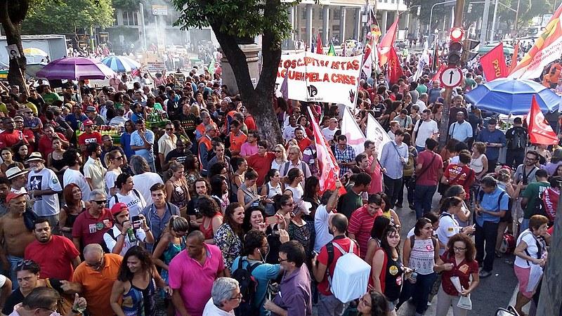 Trabalhadores vão às ruas contra as reformas