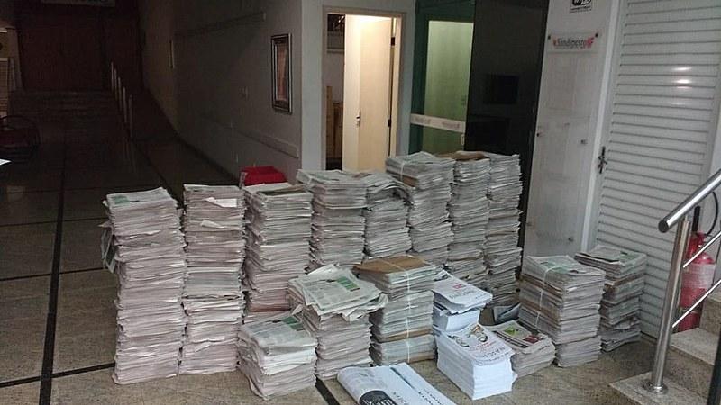 Jornais apreendidos neste sábado na sede do Sindipetro-NF